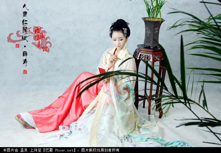 现代人模拟的唐代诗人薛涛图片