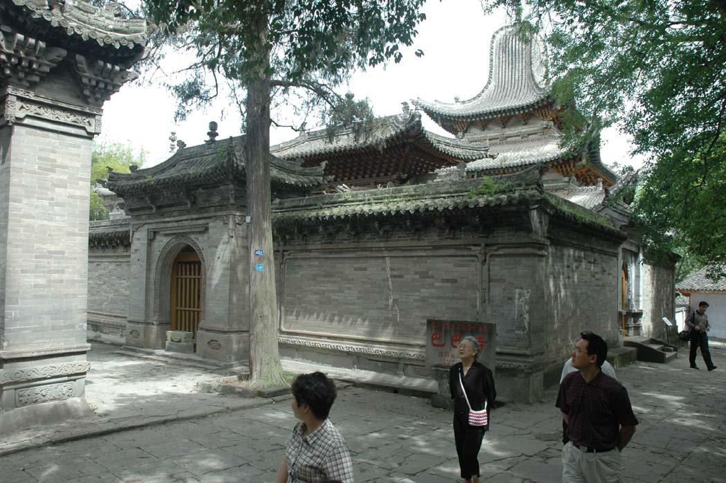 古城阆中巴巴寺 为外国人建的墓地
