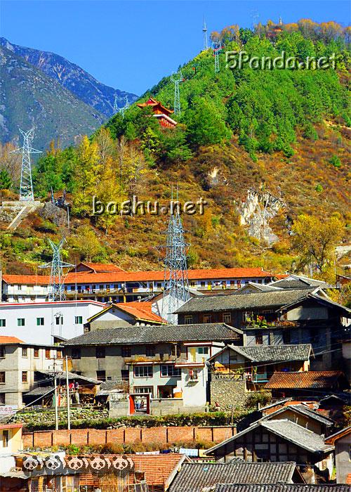 位于甘孜藏族自治州首府康定县北部境内,属贡嘎山风景名胜区的一部分.