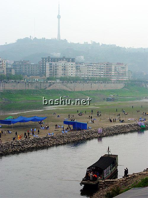 14:20:07 旅游   境内旅游资源丰富,已开发的有龙马潭公园和九狮风景